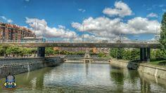 Desde a pontona norte de puente de Toledo al oeste vemos el paso rodado y la presa Nº 7. Madrid, Spain.  #madrid #madridrio #españa #spain #puente #bridge #pontona #presa #dam