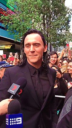 tomhiddleston-gifs: This looks like an AU, where Loki comes down on Earth and finally gets recognition. Echanting Humans with his charm, his skills, his smile…  http://tomhiddleston-gifs.tumblr.com/post/149441345954/x-this-looks-like-an-au-where-loki-comes-down