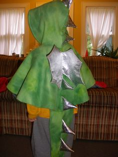 http://dairygodmother.blogspot.gr/2009/09/some-sewing-projects-dragon-cape-and.html