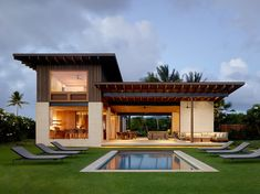 Walker Warner Architects together with Stone Interiors, have completed Hale Nukumoi, a modern beach house in Kauai, Hawaii, that has an open and casual floor plan. Tropical House Design, Simple House Design, Modern House Design, Style At Home, Beachfront House, Hawaiian Homes, Beach House Decor, Beach Houses, Home Decor