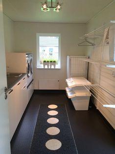 Small Laundry Rooms, Laundry Room Organization, Laundry Room Design, Organization Ideas, Drying Room, Farmhouse Laundry Room, Storage Room, Storage Shelves, Küchen Design