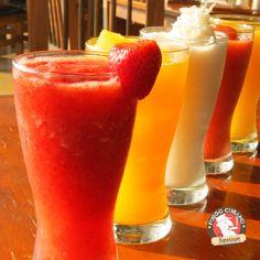 Lo mejor de los momentos es poder disfrutarlos con quienes quieres, ¿Qué tal unas bebidas deliciosas hoy con tus amigos? #Sábado