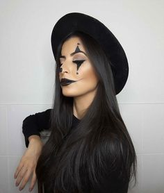 Looking for for ideas for your Halloween make-up? Browse around this site for creepy Halloween makeup looks. Unique Halloween Makeup, Pretty Halloween, Halloween Queen, Halloween Costumes For Girls, Halloween Halloween, Helloween Make Up, Scary Clown Makeup, Make Carnaval, Carnival Makeup