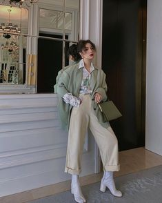 Choose the Right Korean Women Fashion for You - Looking amazing with Korean women fashion would definitely make your day. Go dive in our top picks on Korean women fashion you can't resist. Korean Street Fashion, Asian Fashion, Look Fashion, Girl Fashion, Fashion Outfits, Womens Fashion, Fashion Trends, 80s Fashion, Vintage Fashion