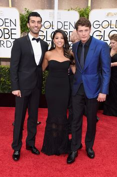 Justin Baldoni & Brett Dier Hit Golden Globes 2015 with 'Jane the Virgin' Cast!: Photo Justin Baldoni and Brett Dier sandwich their co-stars Gina Rodriguez while taking a photo together at at the 2015 Golden Globe Awards held at the Beverly Hilton… Jane The Virgin Rafael, Jane And Rafael, Pretty People, Beautiful People, Justin Baldoni, Netflix, Golden Globe Award, Golden Globes, Gina Rodriguez