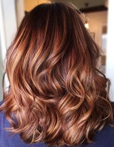 25 Stylish Copper Hair Color Ideas for Copper Hair Color Ideas in Fashion Trends for Different Lengths It is less and less common to meet a girl who would be satisfied with her n. Hair Color Auburn, Auburn Hair, Ombre Hair Color, Hair Color Balayage, Hair Highlights, Caramel Highlights, Copper Highlights, Hair Colour, Balayage Hair Caramel