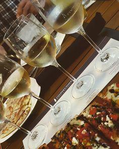 Wine tasting. What your favorite wine? 🍷🍷🍷🍾🍾🍾 #wine #icewine #red #white #grape #glass #one #all #2020 #letsdoit #coopershawkwinery #bemaifoodie #bemaifriends