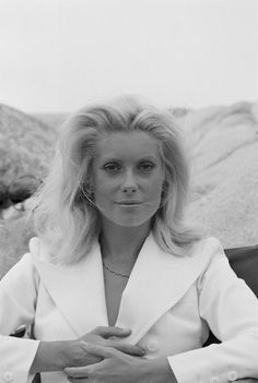L'ACTRICE CATHERINE DENEUVE EN 1971 - La galerie photo ParisMatch.com