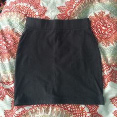 Grey pencil skirt👗✏️ Forever 21 pencil skirt! Only worn a few times! Forever 21 Skirts Pencil