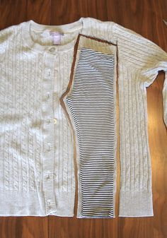 She made leggings for her daughter from old sweaters – they look so coz… So cute! She made leggings for her daughter from old sweaters – they look so cozy! The sewing tutorial looks really easy, too. sweaters into… Clothes Refashion, Diy Clothing, Sewing Clothes, Sewing Shorts, Recycled Clothing, Shirt Refashion, Clothes Crafts, Men Clothes, Barbie Clothes