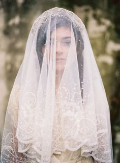 bridal accessories // stunning antique inspired lacy wedding veil