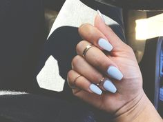 Short coffin nails. Midi rings. Instagram | styleme.b Acrylic Nails Coffin Matte, Coffin Nails Matte, Summer Acrylic Nails, Gel Nails, Nail Nail, Nail Polish, Kylie Jenner, Pastel Ombre, Nailart