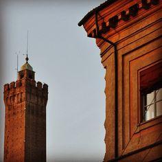 Torre Asinelli, Bologna - Instagram by @Alessandro Furchino Vitale