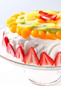 Korean Fresh Cream Cake by honeyandbutter: This luscious treat consists of a light and fluffy sponge cake, layered with pastry cream and fresh fruit, topped with a stabilized whipped cream frosting, and more fruit. Although its is challenging to replicate Asian Desserts, Just Desserts, Delicious Desserts, Yummy Food, Sweet Recipes, Cake Recipes, Dessert Recipes, Pastries Recipes, Cupcakes