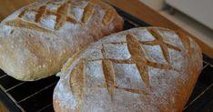 Nyt on iskenyt leipäinnostus. Tämä on ihan mahtava leipä, kätevä tehdä, helppo, vaivaton ja maistuu ainakin paahdettuna vielä kolm... Savory Pastry, Bread Board, Bread Recipes, Rolls, Baking, Drinks, Breads, January, Health And Beauty