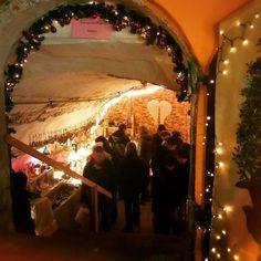Auf dem Weihnachtsmarkt in Spalt einen Blick in die alten Gewölbekeller riskieren...  #bayern #Bavaria #franken #weihnachten #weihnachtsmarkt #xmas #romantic #traditional #reise #reiseblog #travel #travelblog #travelblogger #traveling #instatravel #igtravel #ig_deutschland #trip #ausflug by bayernreise