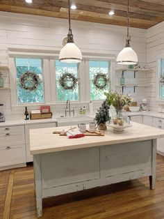 How I Found the Best Farmhouse Sink for My Kitchen - MY 100 YEAR OLD HOME I absolutely love the farmhouse sink and faucet I found for our Fixer upper home in Waco. Always wanted to figure out ho. Farmhouse Style, Farmhouse Decor, Farmhouse Faucet, French Farmhouse, Farmhouse Ideas, Modern Farmhouse, Küchen Design, Interior Design, Barn Parties