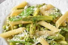 Caesar Pasta Salads, Caesar Salad, Pasta Primavera, I Want To Eat, Asparagus, Food Porn, Parmesan, Menu, Favorite Recipes