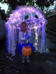 DIY jellyfish kid costume Kids clear umbrella Battery operated led lights White leotard Blue tutu w & Amazing DIY Jellyfish Costume | Pinterest | Diy costumes Costumes ...