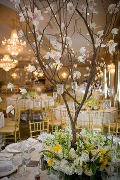 Wedding centerpiece Tree Floral arrangements – Creative Summer Wedding Tips Summer Wedding Centerpieces, Branch Centerpieces, Wedding Flower Arrangements, Floral Arrangements, Wedding Flowers, Centerpiece Ideas, Tree Wedding, Deco Table, Wedding Crafts