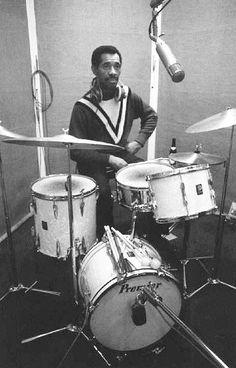 Drummerworld Page for Philly Joe Jones Jazz Artists, Jazz Musicians, Music Artists, Classic Jazz, Vintage Drums, Cool Jazz, Drummer Boy, Drum Kits, Drum