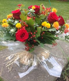 #handtied#autumnalflowers# Short Courses, Flower Arrangements, Amber, Crafty, School, Floral, Green, Flowers, Floral Arrangements