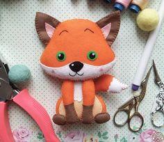 Pattern & tutorial -- Рыжая зеленоглазая лисичка из фетра Привет, друзья!Сегодня вместе с вами мы будем делать вот такую фетровую проказницу - лисичку!Для пошива нашей фигу...