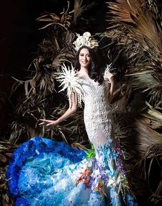 an experiential beauty, lifestyle and travel site based in the Philippines. Philippines Dress, Paolo Ballesteros, Filipiniana Dress, Spanish Dress, Filipino Culture, Costumes Around The World, Gala Dresses, Traditional Dresses, Pageant