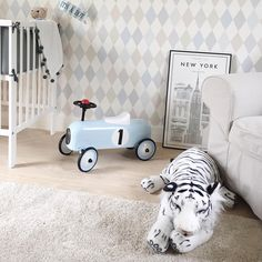 With over 400 Childrens Wallpaper designs. Just Kids Wallpaper is the leader in stylish kids wallpaper for girls rooms, boys room and beautiful Nursery Wallpapers.