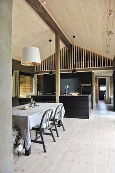 Kolme kotia - Three Homes Kauniit puupinnat toimivat yhdistävänä tekijänä päivän kotien sisustuksissa. Mökki Tanskassa - A Cottage ...
