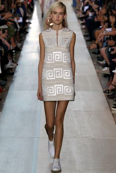 Tory Burch Spring 2015 Ready-to-Wear - Collection - Gallery - Style.com  http://www.style.com/slideshows/fashion-shows/spring-2015-ready-to-wear/tory-burch/collection/36