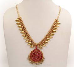 simple necklace designs in gold Gold Ruby Necklace, Gold Necklace Simple, Necklace Set, Choker Necklaces, Bridal Jewelry, Silver Jewelry, Indian Jewelry, Chain Jewelry, Pearl Jewelry