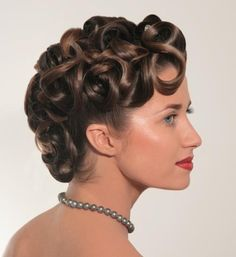 This would be stunning for a retro/Old Hollywood glamour-style wedding. Perfect for short to medium length hair.