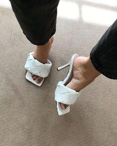 Look Fashion, Fashion Shoes, Fashion Accessories, Fashion Women, Crazy Shoes, Me Too Shoes, Shoes Heels, Pumps, Pretty Shoes