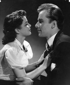 Frank Sinatra and Ava Gardner Old Hollywood Glamour, Classic Hollywood, Ava Gardner, Old Movies, How Beautiful, Mma, Movie Stars, Che Guevara, Film