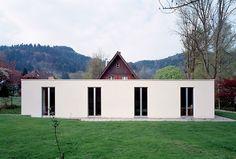 Kuehn Malvezzi - The Ungers-esque black forest house addition, Freiburg 2001. Photos © Ulrich Schwarz.
