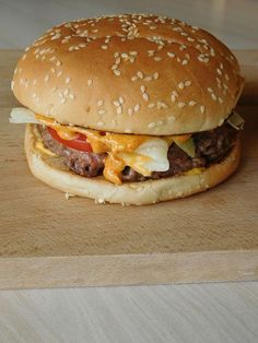 Big Tasty Burger Cooking and Cakes Turkey Burger Recipes, Hamburger Recipes, Mcdonalds Recipes, Big Tasty, White Pizza Recipes, Cas, Delicious Burgers, Tasty Burger, Gourmet Burgers