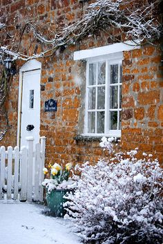 Winter cottage in the snow Tudor Cottage, Cottage Living, Cozy Cottage, Cottage Homes, Cottage Style, Brick Cottage, Country Living, Cottage Ideas, Country Life