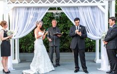 The only time it's appropriate to check your Facebook feed:  When you change your status at the altar from Single to Married!  Photo by Continuumweddings.com