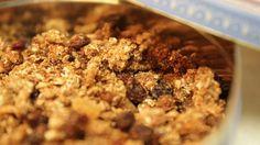 Jednoduchý recept na bezlepkové müsli, který můžete přizpůsobit vlastní chuti. Muesli, Oatmeal, Breakfast, Food, The Oatmeal, Morning Coffee, Granola, Rolled Oats, Essen