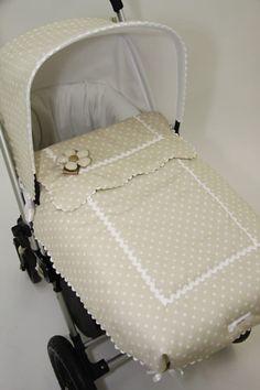 Capota y cuco en arena con lunarcito en blanco, detalles ondulina blanca