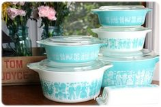 Vintage Pyrex...sure wish I kept all these pyrex dishes my mother gave me years ago!!!!