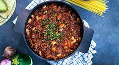 Recept på het chiligryta. Servera grytan till åtta personer eller spara halva grytan till flera suveräna middagar.
