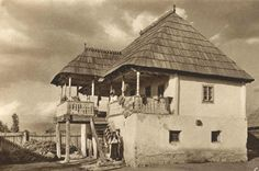 Romania old photos traditional romanian houses rural Romania People, Rural House, Vernacular Architecture, European House, Village Houses, Modern Landscaping, Historical Pictures, Rustic Interiors, Traditional House