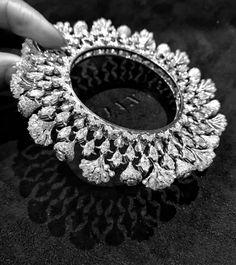 Jewellery Travel With Elena Veselaya – Preeta Agarwal Workroom Gold Bangles For Women, Gold Bangles Design, Jewelry Design, Hand Jewelry, Gems Jewelry, Diamond Jewelry, Jewellery, Travel Jewelry, Luxury Jewelry