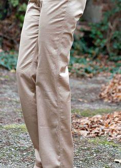 Versace, Khaki Pants, Fashion, Trousers, Curve Dresses, Khakis, Moda, La Mode, Khaki Shorts