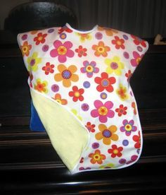Toddler bib/smock with tutorial - I want to make this, but with a pocket.  I could use my left over PUL fabric