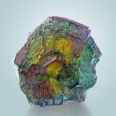Rainbow Fluorite - Bergmännisch Glück Mine, Frohnau, Erzgebirge, Saxony, Germany La fluorita (también denominada espato flúor o fluorina)…