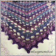 Jag känner mig ganska stolt! För ett tag sedan började jag leka med ett eget mönster till en sjal och jag tycker att det blivit riktigt bra. Färgerna i sjalen påmin…