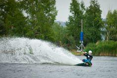 Wakeboarding. Russia, Magnotogorsk, wake-park Amphibians. Vertigo cableway vertigosports.ru